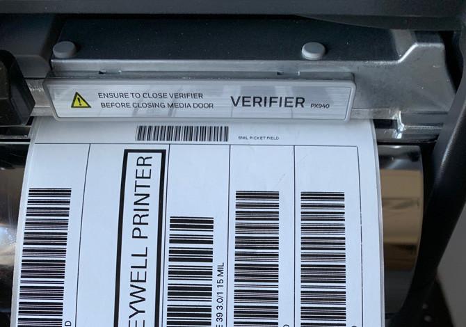 Принтер этикеток с верификатором Honeywell PX940 (300 dpi) , с намотчиком и отделителем